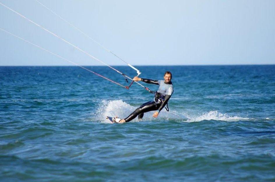 Windsurfen_SantPerePescador_kiteaction.jpg