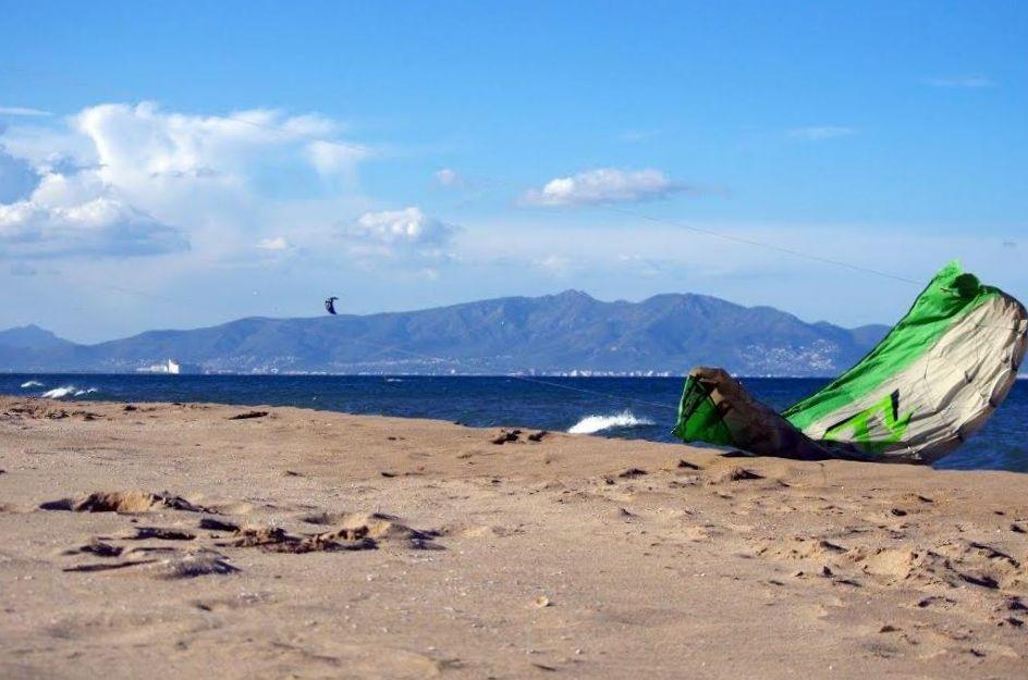 Windsurfen_SantPerePescador_view_nord_1.jpg