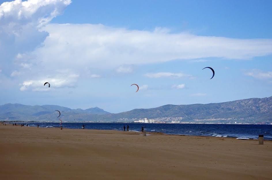 Windsurfen_SantPerePescador_view_nord_2.jpg